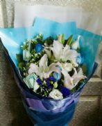 百合藍玫花束